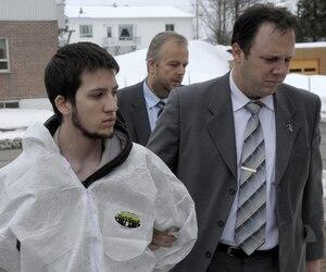 Toby Carrier, accusé du meurtre de son frère et de tentative de meurtre sur ses parents, tente de démontrer sa non-responsabilité criminelle pour troubles mentaux.