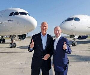 Les avionsCS100 et CS300 deviendraient des A210 et des A230 tandis que l'éventuel CS500 pourrait devenir l'A250. Les grands patrons Tom Enders, d'Airbus, et Alain Bellemare, de Bombardier, devant un AirbusA320neo et un Bombardier CSeries.