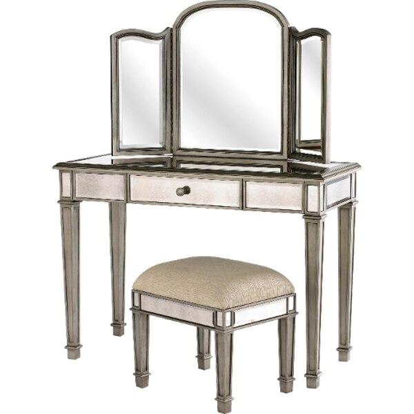 la coiffeuse le journal de montr al. Black Bedroom Furniture Sets. Home Design Ideas
