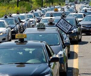 Les chauffeurs de taxi craignent de perdre davantage de clients à la suite de la baisse des prix d'UberX.