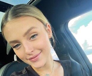 Alicia Moffet dévoile son bedon post-partum