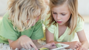 Livre: «Parents dans un monde d'écrans»