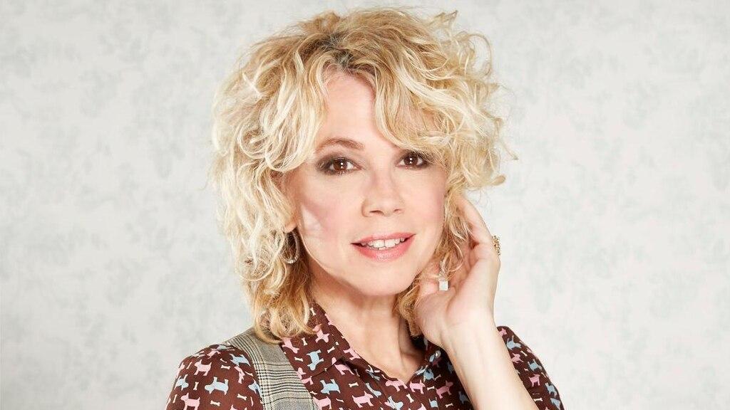 Martine St-Clair: 40 ans de chansons d'amour