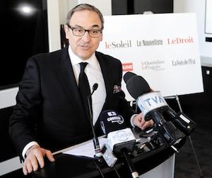 L'ex-ministre Martin Cauchon lors de l'annonce de l'acquisition des six quotidiens régionaux de Gesca, à Québec, en mars 2015.