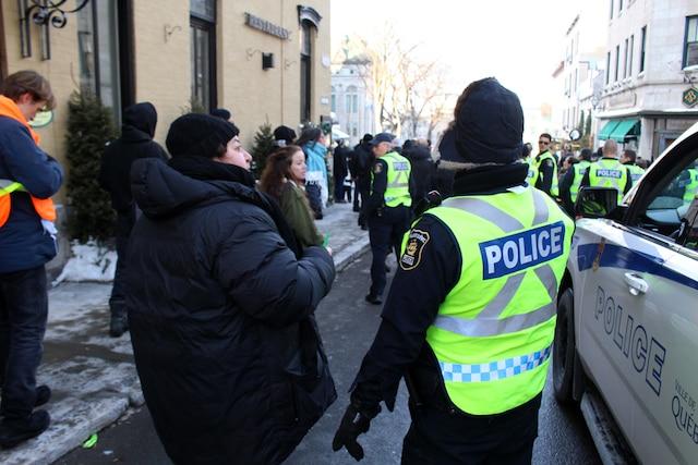Les marcheurs ont réclamé des actions plus fortes de la part des gouvernements, dont une commission d'enquête sur racisme systémique.