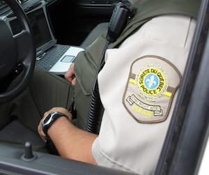 Les ratés se multiplient depuis le début de l'implantation de RENIR, en 2002. En plus des coûts qui ont explosé, plusieurs contraintes techniques compliquent la vie des policiers de la SQ.