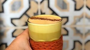 Image principale de l'article Ce «golden latte» est l'ultime boisson d'automne