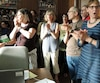 Des enseignants ont perturbé la séance du conseil des commissaires de la Commission scolaire de Montréal (CSDM).
