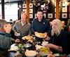 Archibald a servi un dîner de Noël à plus de 250 personnes dans le besoin dimanche.