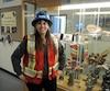Geneviève Morin dans des locaux qui simulent des conduits de ventilation d'une mine au cégep de l'Abitibi-Témiscamingue à Rouyn-Noranda.