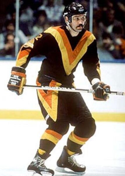 1. Les partisans des Canucks appelaient ce chandail le «Flying V». Un surnom qui n'est pas représentatif de toute l'atrocité que dégage cet uniforme des plus exécrables.