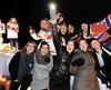 De gauche à droite, rangée du haut: Marie-Philip Poulin, Mélodie Daoust, Charline Labonté, Émilie Castonguay, Karell Émard. Dans la rangée du bas, des amies proches de Marie-Philip. Les jeunes femmes célébraient le succès de l'athlète à Beauceville, samedi.