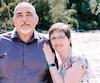 La fonctionnaire fédérale Marnie Pohlmann pose avec son conjoint, Walter Pohlmann. La femme a eu des idées suicidaires à cause de Phénix.