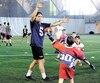 Dans le cadre de la tournée Ultimate Football, Hugo Richard et les Alouettes de Montréal étaient de passage à Québec, mardi. Le quart-arrière s'est amusé avec les jeunes du programme de football de l'école primaire Saint-Louis-de-Gonzague.
