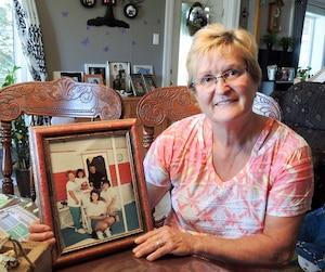 Lucie Sylvain, ses sœurs et son frère ont perdu leurs parents Gilberte (61 ans) et Jean-Denis Sylvain (60 ans) dans l'accident des Éboulements.