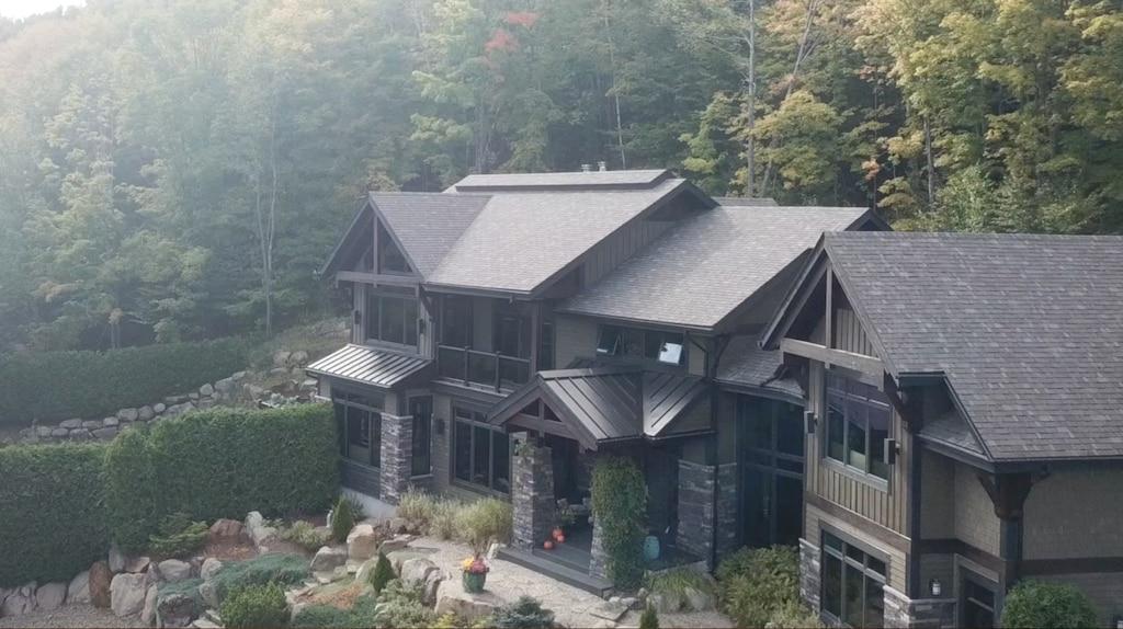 [VIDÉO] Un château de rêve bordé par la forêt à Saint-Sauveur
