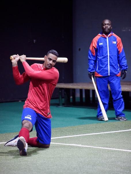 Les membres de l'équipe nationale cubaine ont été contraints de tenir leur premier entraînement à Québec à l'intérieur en raison des caprices de Dame Nature, mais le plaisir était au rendez-vous.