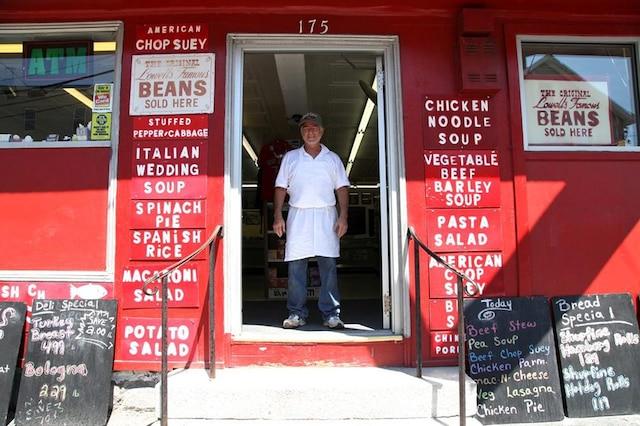 ChezCote's est un des derniers vestiges de la culture canadienne-française à Lowell.