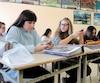 Les élèves de 2e secondaire de Patricia St-Jacques doivent répondre sur leur cellulaire à la question: « En quoi les outils électroniques peuvent être un obstacle à l'apprentissage ? »
