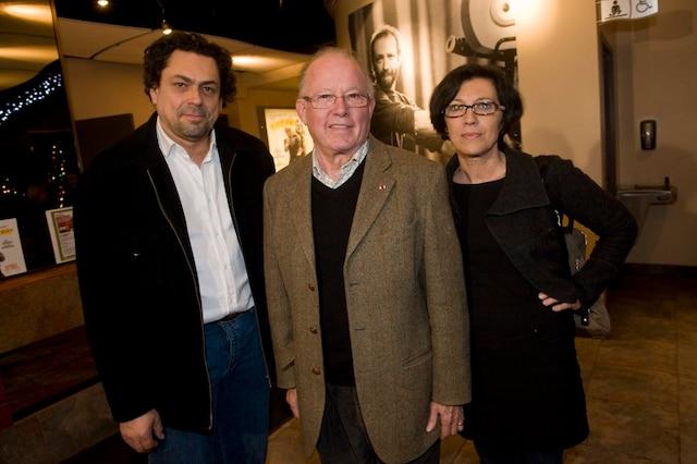 Bernard Landry a présenté le documentaire sur Pierre Falardeau au cinéma Beaubien, le 22 décembre 2010. Sur la photo : German Gutierrez, Bernard Landry et Carmen Garcia.