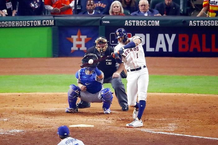 Carlos Correa, des Astros, a participé au festival offensif du match de dimanche en claquant un circuit de deux points, en septième manche.