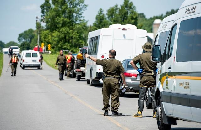 Le corps retrouvé sous un ponceau à Hinchinbrooke en Montérégie a été identifié hier comme étant celui de Samantha Higgins. Les équipes policières étaient à pied d'œuvre pour tenter de trouver des indices permettant d'élucider son meurtre, ainsi que certaines parties de son corps qui demeuraient toujours manquantes.