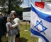 L'absence du fleurdelisé s'est faite sentir alors que le premier ministre Philippe Couillard participait à une cérémonie à l'Université de Tel Aviv