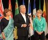 La première ministre de la Colombie-Britannique, Chrisy Clark, le premier ministre du Québec, Philippe Couillard et la première ministre de l'Ontario, Kathleen Wynne, se sont engagés à faciliter les ventes de vins locaux entre leurs provinces.