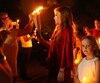 La fille d'Elvis, Lisa Marie, a participé à la veille en hommage à son père. Elle a même allumé quelques chandelles apportées par les fans.