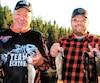 Un pêcheur heureux Roger Ouellet, à droite, avec le propriétaire Marc-André Tremblay.