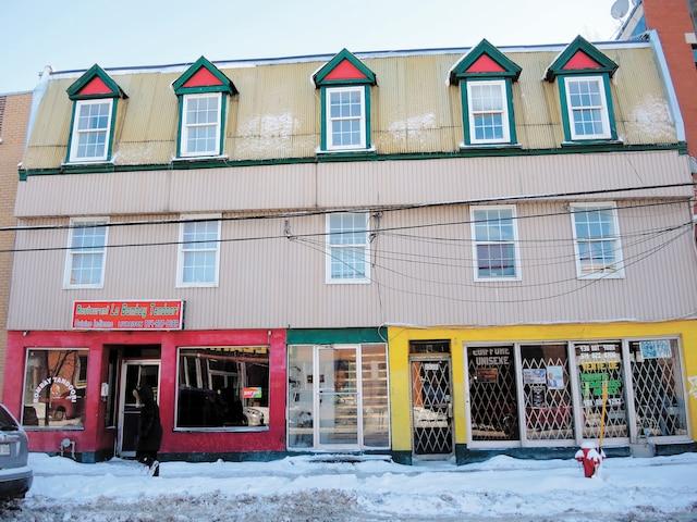 La Ville juge que l'immeuble situé au 2520-2530 rue du Centre est impropre à l'habitation.