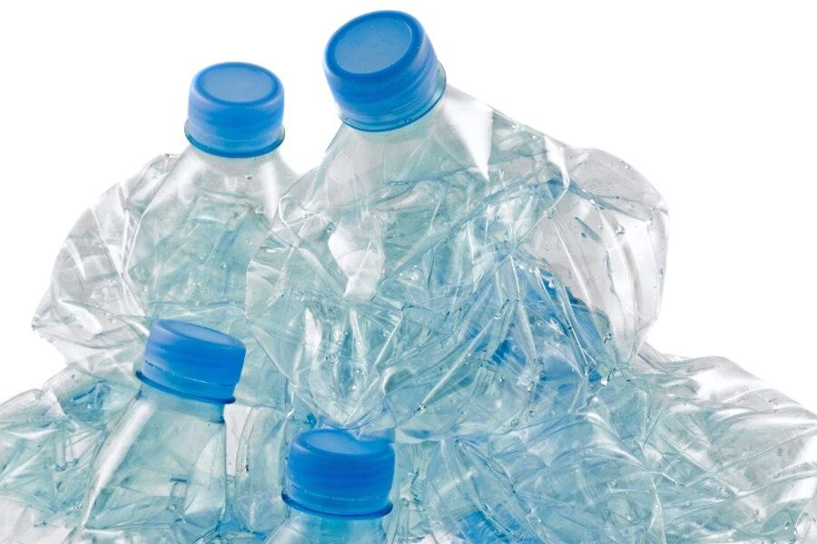 petites bouteilles d 39 eau en plastique interdites jdm. Black Bedroom Furniture Sets. Home Design Ideas