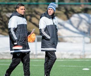 Jason Di Tullio (à gauche) a déjà été un adjoint à l'ex-entraîneur-chef de l'Impact Mauro Biello. Les deux hommes ont été photographiés lors d'un entraînement au Centre Nutrilait le 28février 2016.