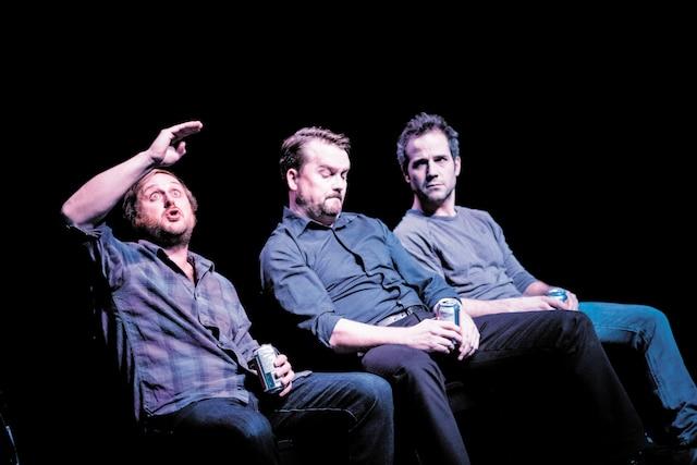 La pièce plonge dans la vie du comédien humoriste Luc LeBlanc qui, contrairement à ses amis Christian Essiambre et Pierre-Guy Blanchard, fait carrière en Acadie.