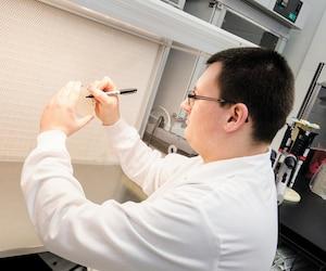 Les bactéries se reproduisent rapidement dans un environnement propice à leur multiplication. Dans les produits des Laboratoires de Choisy, les bactéries bénéfiques sont utilisées pour créer une compétition exclusive.