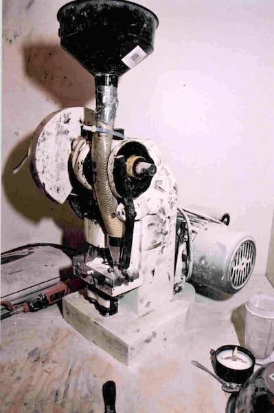 La drogue de synthèse était fabriquée avec cette presse à pilules de fabrication chinoise, capable de produire 114comprimés à la  minute.