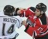 Le défenseur des Olympiques de Gatineau Jonathon Masters (14) se bagarre avec l'ailier gauche des Remparts de Québec Yanick Turcotte (17) lors de la deuxième période du match de hockey de la LHJMQ des Olympiques de Gatineau affrontant les Remparts de Québec, à l'arena Robert Guertin de Gatineau, à Gatineau vendredi 12 février 2016.