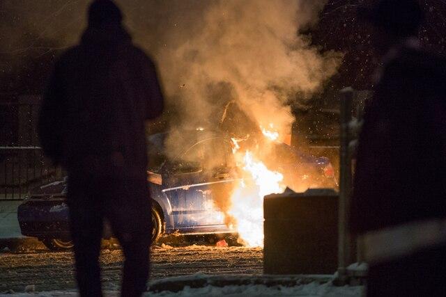 Plusieurs véhicules ont été incendiés au cours de la soirée.