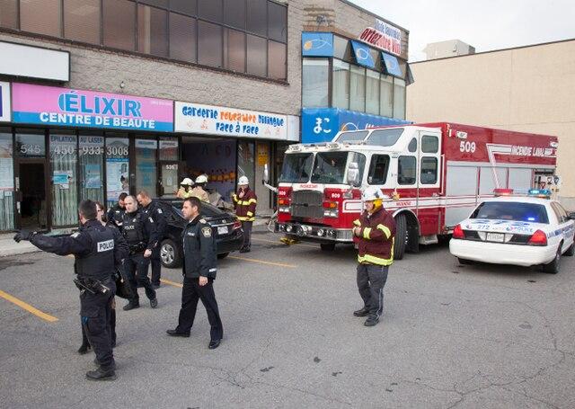 Une voiture a percuté la vitrine d'une garderie au 535, boulevard Saint-Martin Ouest, à Laval vers 14h, le mardi 12 novembre 2013.