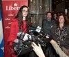 Emmanuella Lambropoulos, candidate dans la circonscription de Saint-Laurent, pour le Parti libéral du Canada, s'adresse aux militants après avoir gagné l'élection partielle fédérale dans la circonscription.