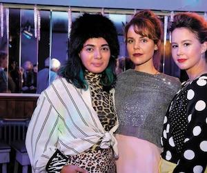 Mounia Zahzam, Noémie O'Farrell et Juliette Gosselin sur le plateau de tournage de la comédie dramatique Fabuleuses.