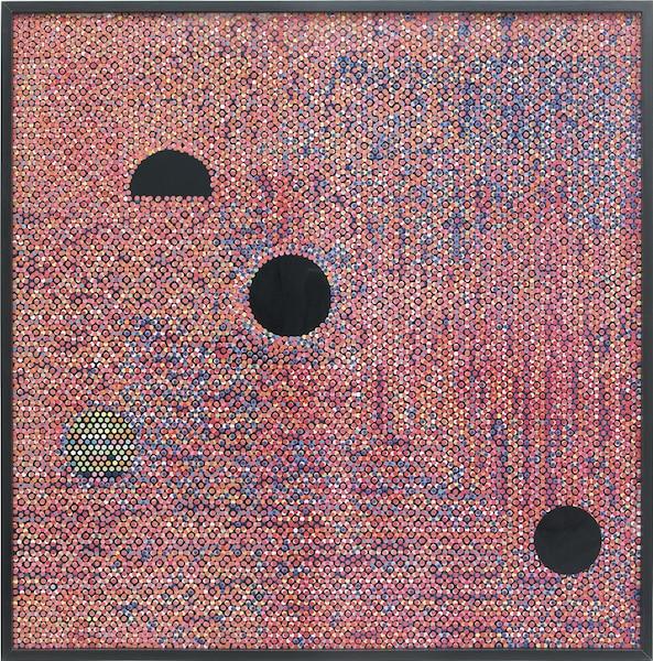 Pause, alt, delete</br> 2013 – Bindis sur bois peint, encadrement – 189 x 189cm</br> Des «peintures» multicouches qui regorgent de liens conceptuels et visuels.