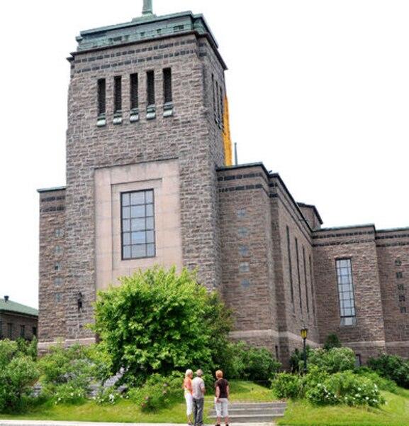 PHOTO ROGER GAGNON Revenu Québec envisage de démolir l'ancienne église Sainte-Cécile de Kénogami.