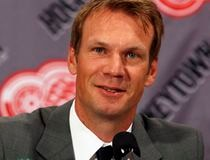 Detroit Red Wings' Lidstrom announces his retirement from NHL hockey during a press conference in Detroit