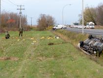 Les policiers de la SQ cherchent des éléments de preuve à Saint-Jean-sur-Richelieu.