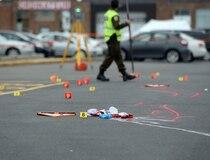 Deux militaires ont été blessés lorsqu'un automobiliste a délibérément foncé sur eux.