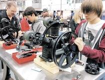 Des jeunes candidats ont pu s'initier à la mécanique industrielle.