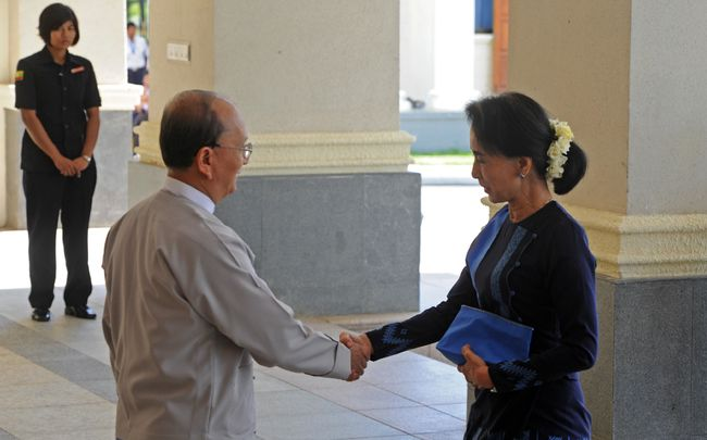 le-parlement-examinera-un-amendement-constitutionnel-permettant-à-suu-kyi-de-devenir-présidente