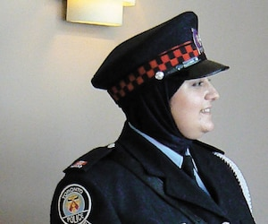La police de Toronto permet le port du hijab avec son uniforme.
