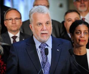 Contrairement au maire Régis Labeaume, le premier ministre Couillard estime que l'attentat contre la mosquée de Québec était bel et bien un acte terroriste.